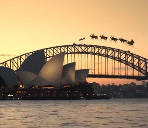 Прелитаща шейна, теглена от елени е забелязана над австралийски градове!